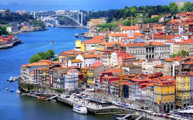 10 Negara Favorit Untuk Wisatawan Berusia 50 Tahunan