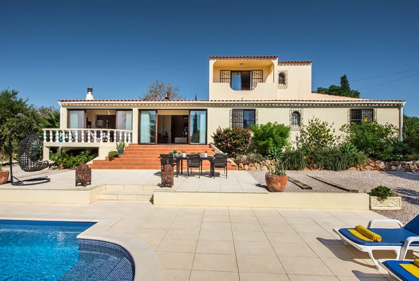 3 bedroom villa pool sea views Olhao (21)