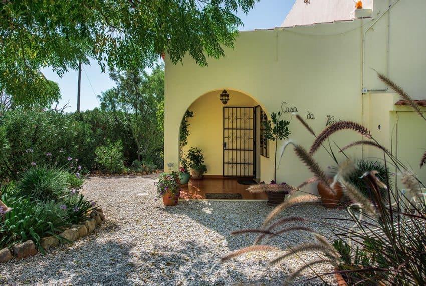 3 bedroom villa pool sea views Olhao (28)