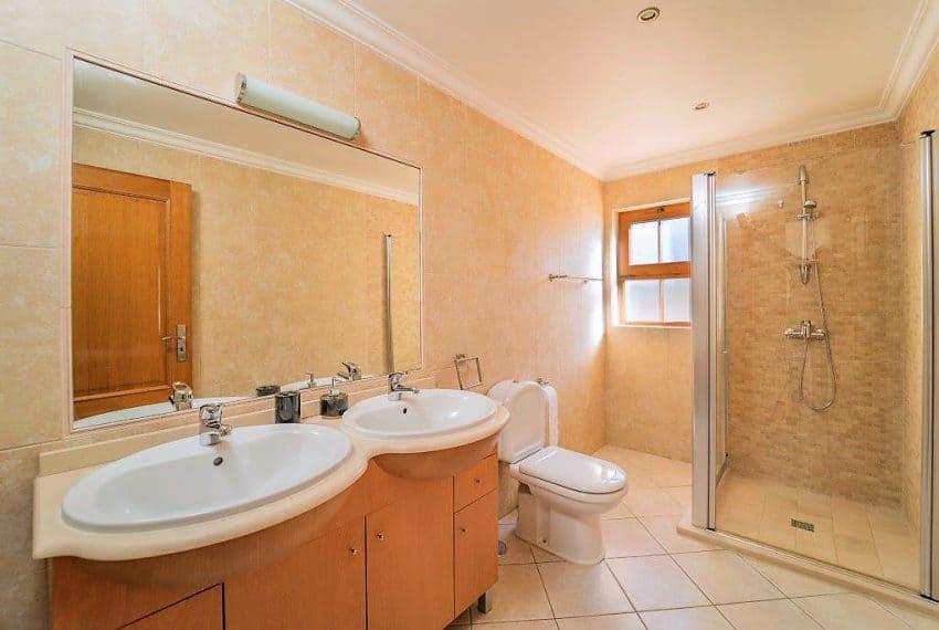 3 bedroom Villa woth Pool Sao Bras de Alportel sea views (21)
