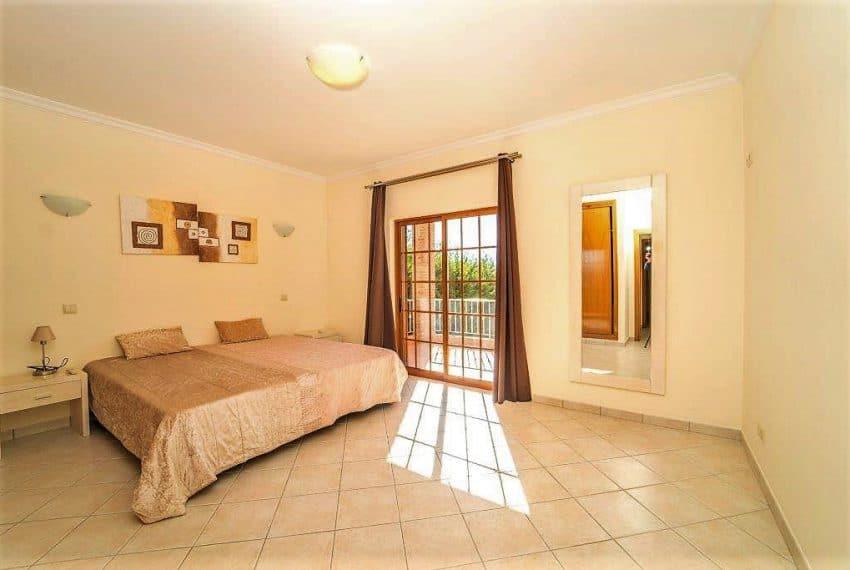3 bedroom Villa woth Pool Sao Bras de Alportel sea views (22)