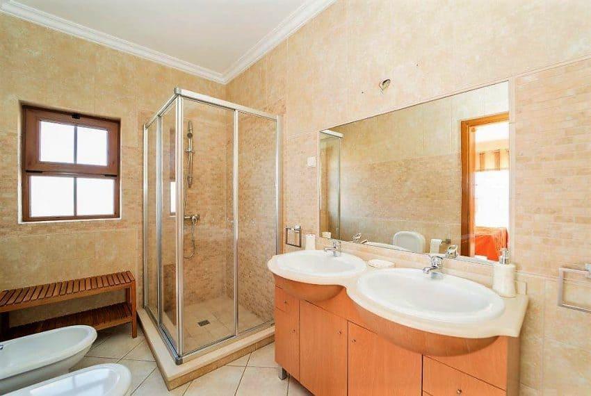 3 bedroom Villa woth Pool Sao Bras de Alportel sea views (24)