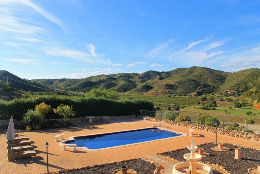 4 bedroom luxury villa with pool near Tavira Eastern Algarve (46)