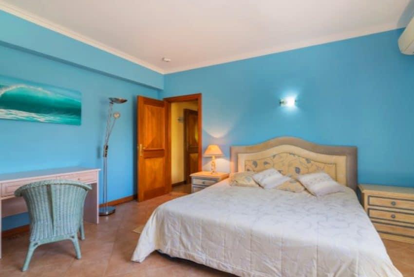 4 bedroom villa pool Almancil Algarve beach  (10)