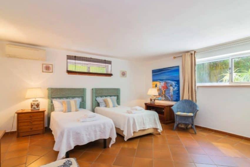 4 bedroom villa pool Almancil Algarve beach  (5)