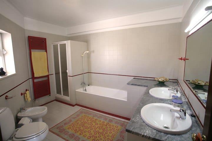 3 bedroom villa Lagos beach (30)