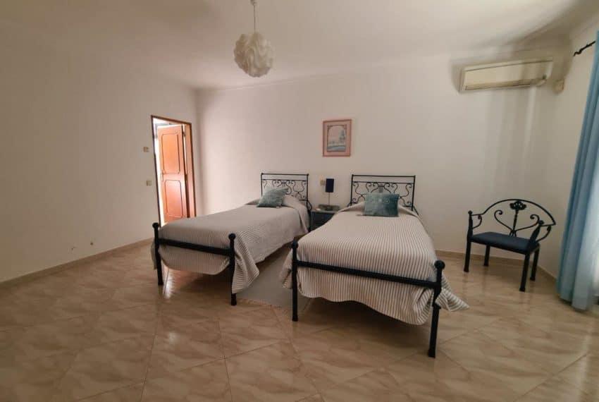 4bedroom villa pool Santa Barbara de Nexe beach Algarve (13)