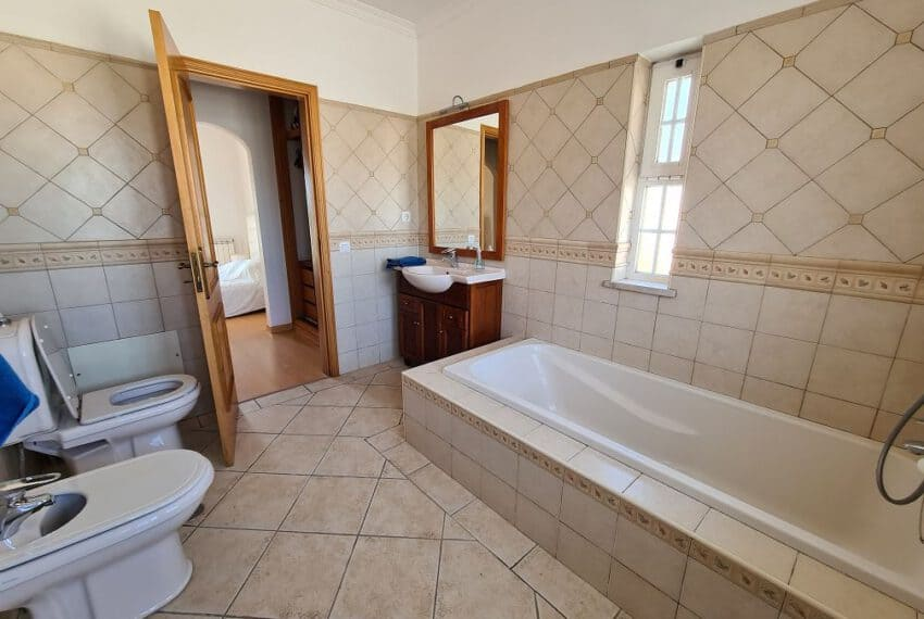 4 bedroom villa pool pechao beach algarve (23)