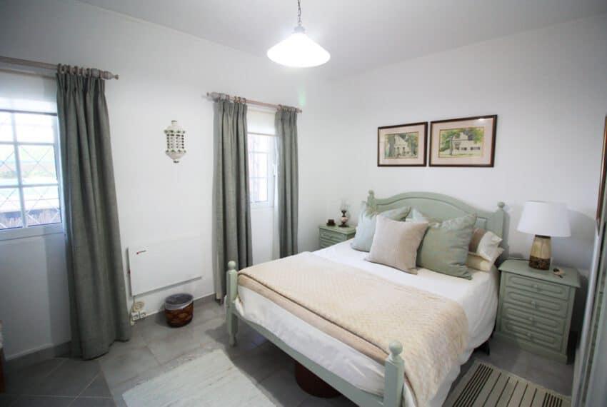 2 bedroom villa pool Sao Bras de Alportel Algarve beach golf (12)
