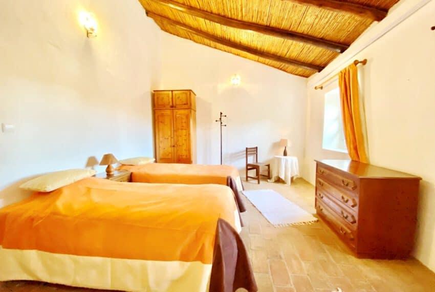 5bedroom farmhouse with pool Loule Algarve beach golf (34)