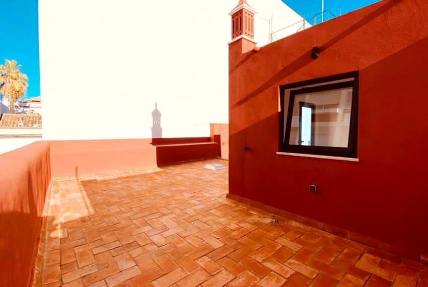 Renovated townhouse Faro 2 beds beach algarve center(71)
