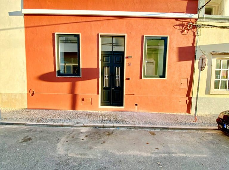 Renovated townhouse Faro 2 beds beach algarve center(72)
