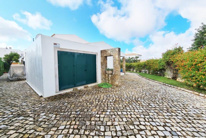 3 bedroom villa with Pool Moncarapacho East Algarve beach golf  (38)